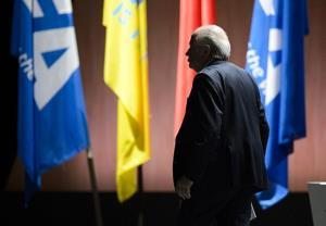 سپ بلاتر از ریاست فیفا استعفا داد