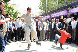 حضور وزیر ورزش و جوانان در غرفه فدراسیون اسکیت