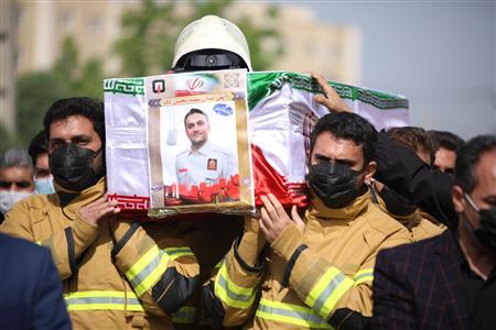 پیکر پاک آتش نشان فداکار شهید محسن لک تشییع و به خاک سپرده شد