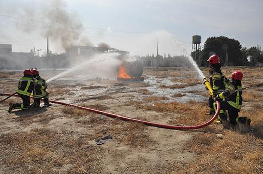 مانور مشترک اطفاء حریق تانکرهای حمل سوخت در شهریار برگزار شد