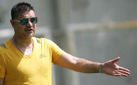 حمله سارقان به علی دایی و همسرش/ انتقال دایی به بیمارستان