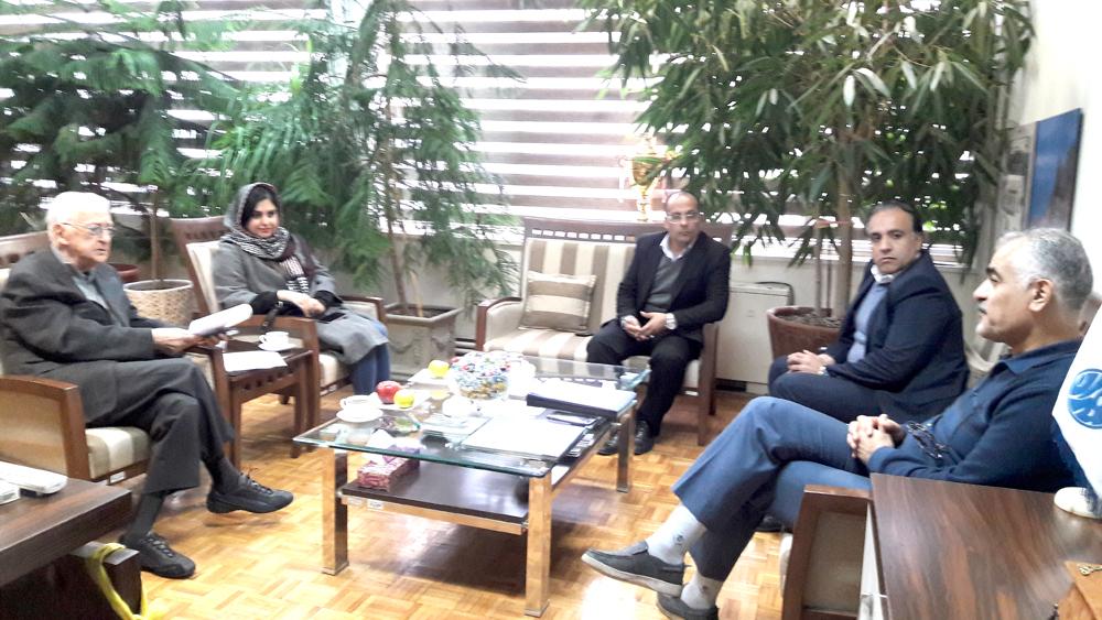 دیدار گل محمدی با دکتر جهانگیر درویش سازنده سازه مجموعه ورزشی تختی