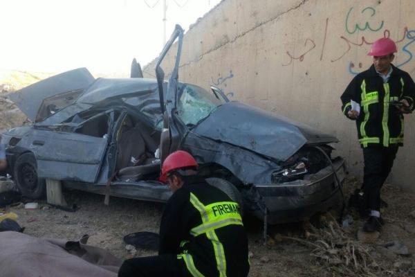 سقوط خودرو به درهای با عمق ۲۰ متر در کرج/یک نفر جان باخت