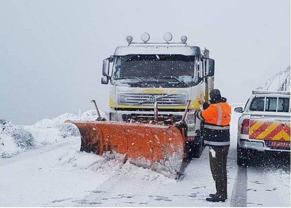بارش برف و باران در محورهای مواصلاتی ۱۵ استان کشور