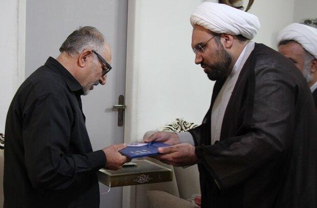 حجت الاسلام ذاکر، با خانواده شهید مدافع امنیت دیدار کرد