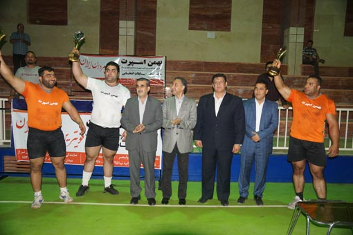 برگزاری مسابقات انتخابی قویترین مردان ایران در شهر اندیشه