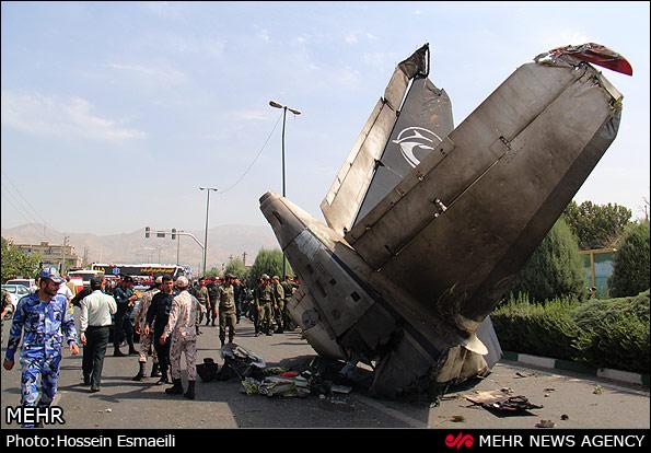 گزارش تصویری / اولین تصاویر از سقوط هواپیما در تهران