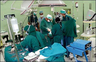 چرا جراحان لباس سبز یا آبی میپوشند؟!