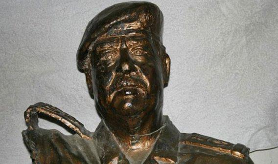 فروش مجسمه صدام در آمریکا به مبلغ 10 میلیون دلار