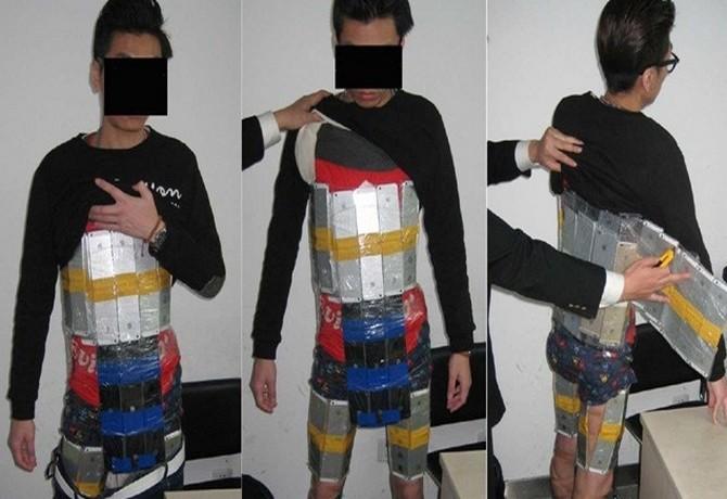 قاچاقچی چینی دستگیر شده با ۹۴ گوشی اپل جاساز شده در بدنش