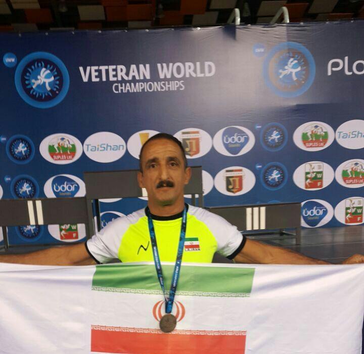 مدال برنز آزادکار شهریاری در مسابقات پیشکسوتان قهرمانی جهان