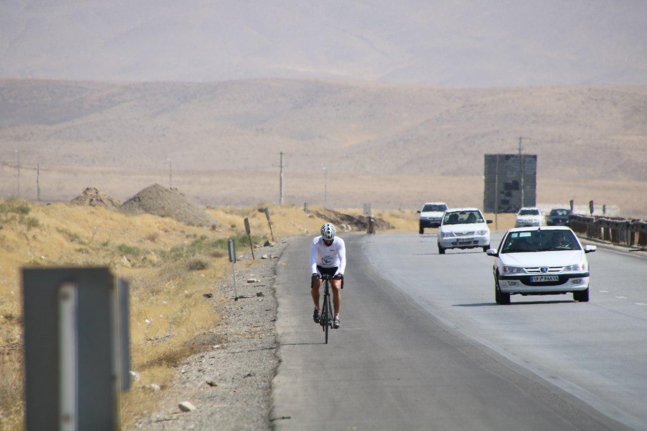 رکاب زنی ۱۴۰ کیلومتری با هدف حمایت از کودکان کار