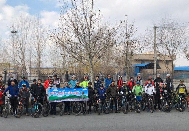 همایش و رکاب زنی با شعار هوای پاک زندگی سالم در شهریار برگزار شد