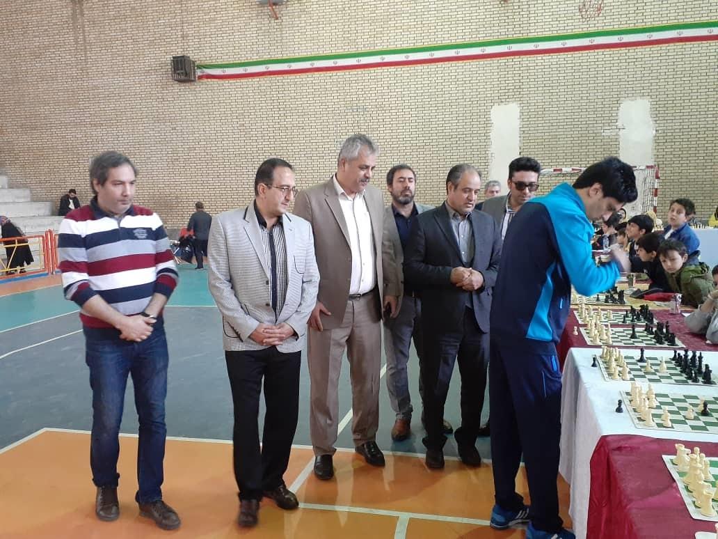 مسابقه بزرگ شطرنج سیمولتانه شهریار همزمان با ۲۵۰ نفر به مناسبت روز دانش آموز